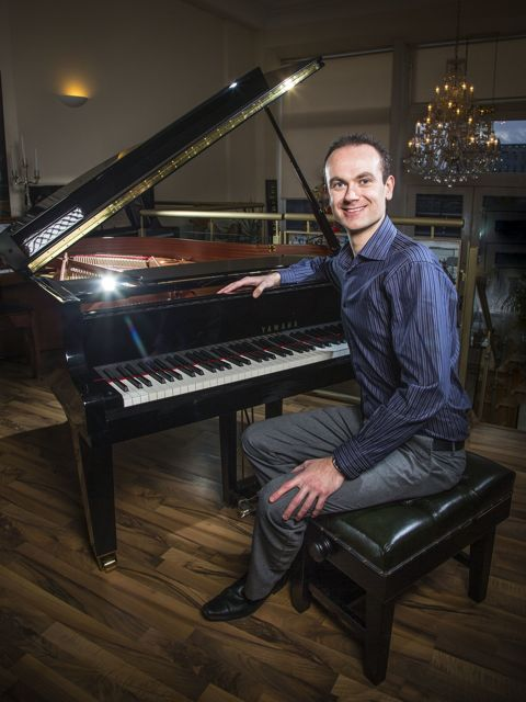 Chris Connelly - Pianist